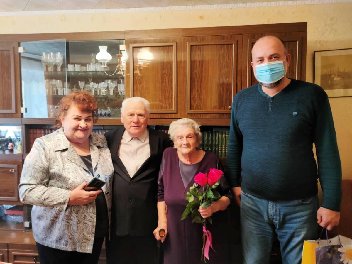 Алексей Ясинский поздравил одного из старейших членов Партии